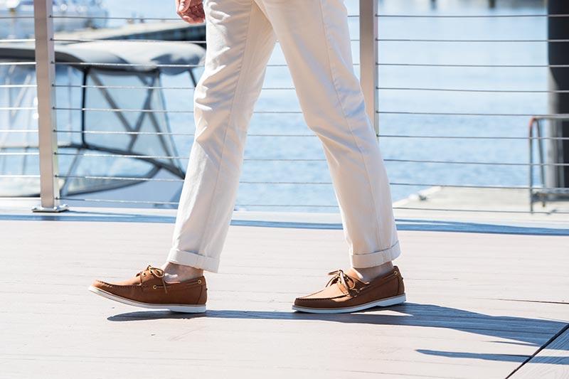 Cómo usar zapatos náuticos con estilo