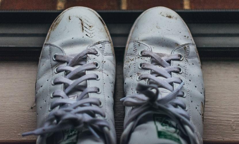 Formas de eliminar las arrugas en zapatillas y zapatos de cuero