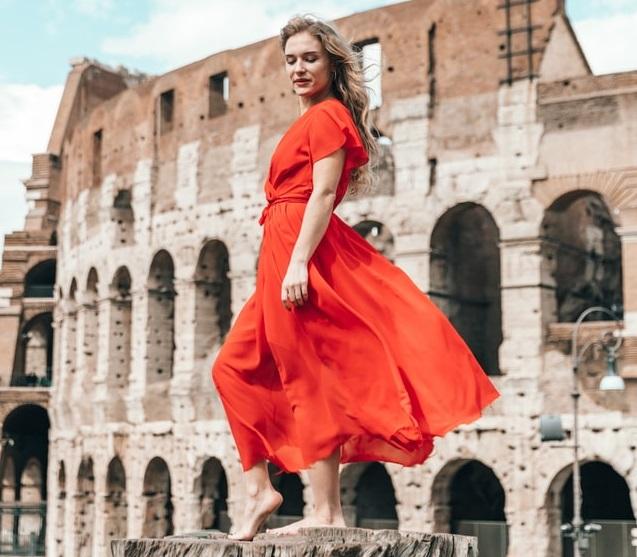 en esta oportunidad hablaremos sobre qué color de zapatos usar con un vestido rojo. Sigue estas recomendaciones que te damos desde zapatosdepiel.shop.